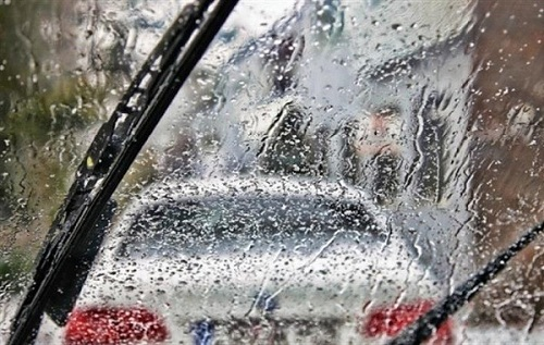 Cần gạt mưa không thể lau sạch nước