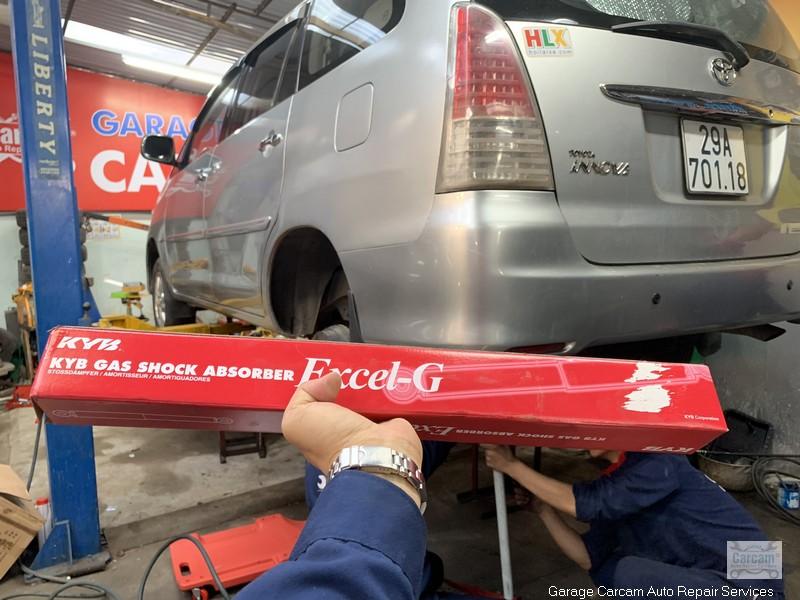 thay giam xoc Innova Toyota