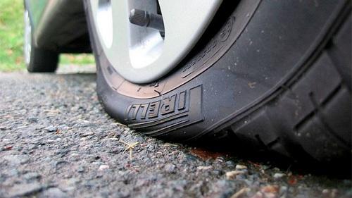 Bánh xe bị thiếu áp suất sẽ dễ bị mài mòn hai bên hông lốp