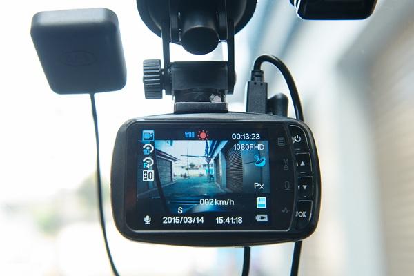 """Camera hành trình là """"tai mắt"""", là người bạn đồng hành không thể thiếu của tài xế xe hơi"""
